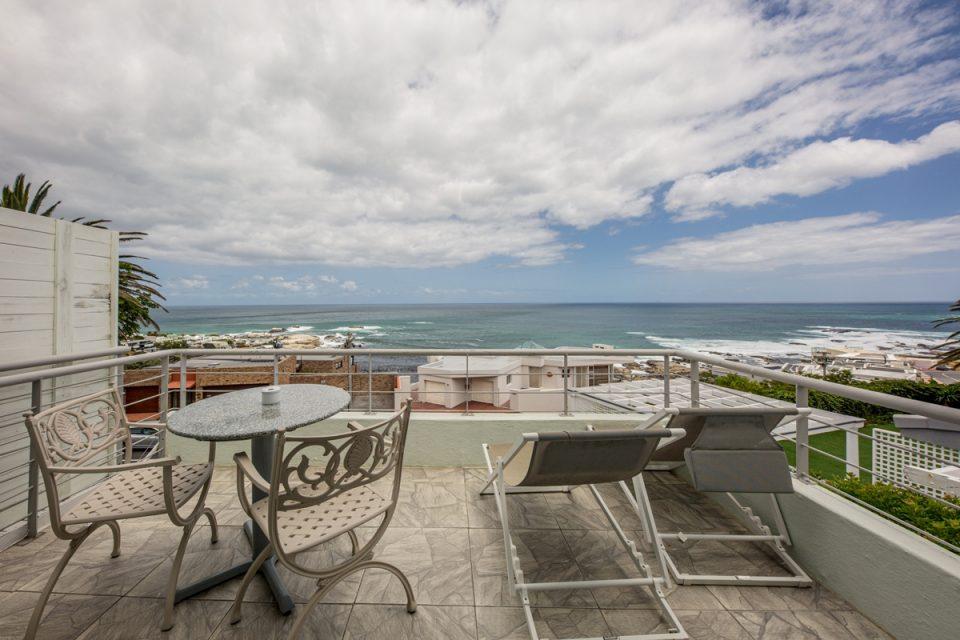 Indigo Bay  - The Penguin - Balcony with views