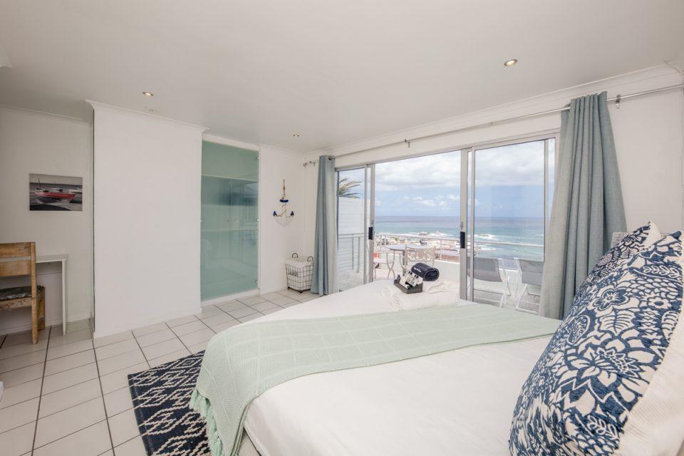 Indigo Bay  - The Penguin - Bedroom with balcony