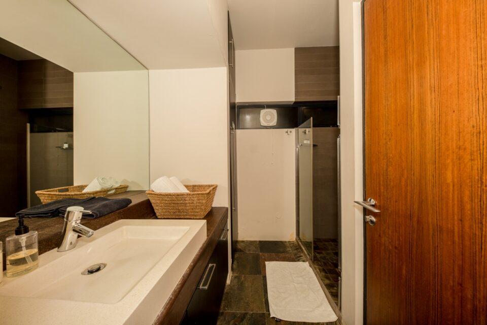 Rhine Stone - Bathroom 2