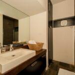Rhine Stone - Bathroom 2 Shower