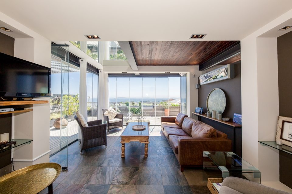 Rhine Stone - Living Room
