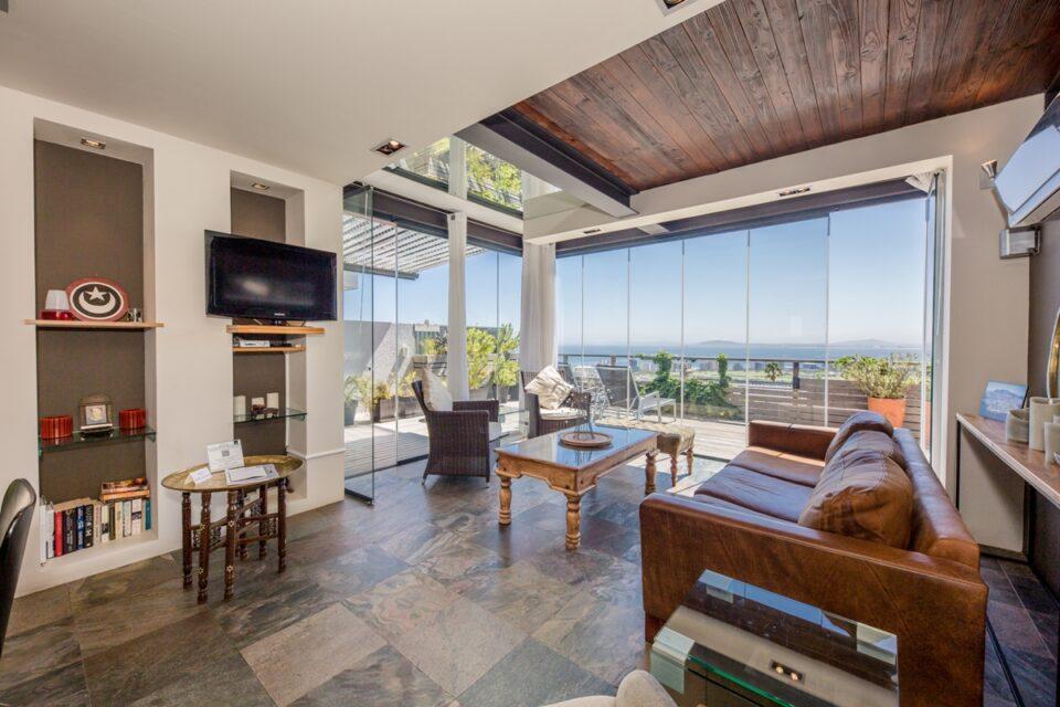 Rhine Stone - Lounge with views