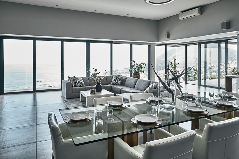 Halo Villa - Dining & Living Area