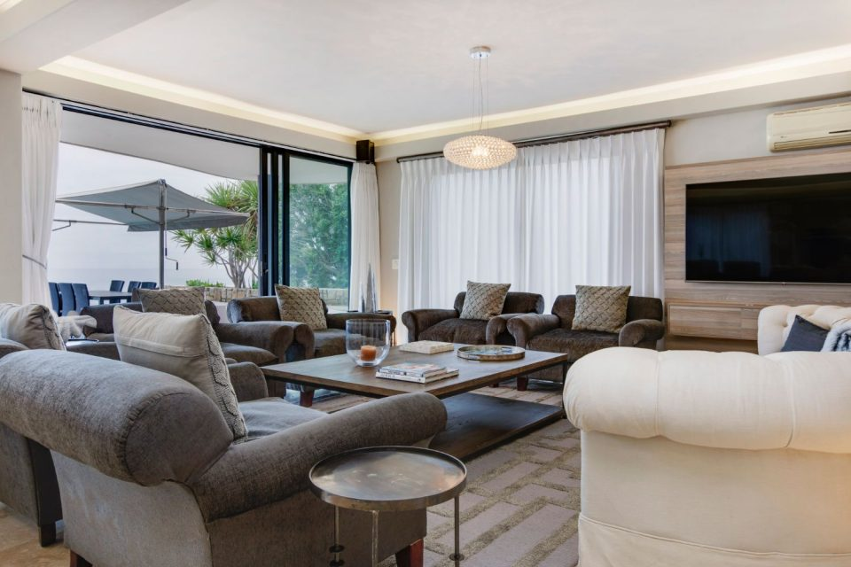 Wescamp Villa - Living Room