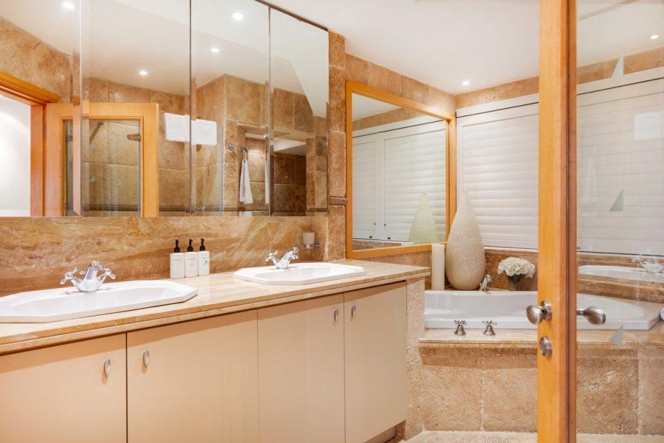 The Heron - Master bathroom