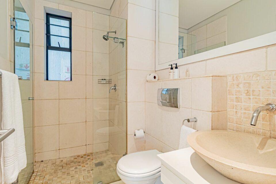 17 Geneva Drive - Bathroom