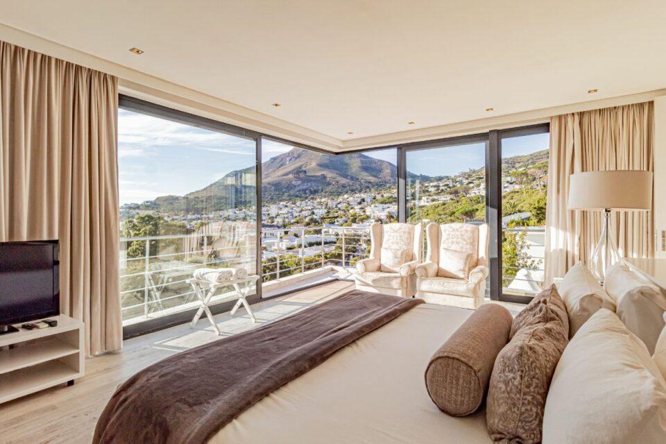 17 Geneva Drive - Master bedroom and view