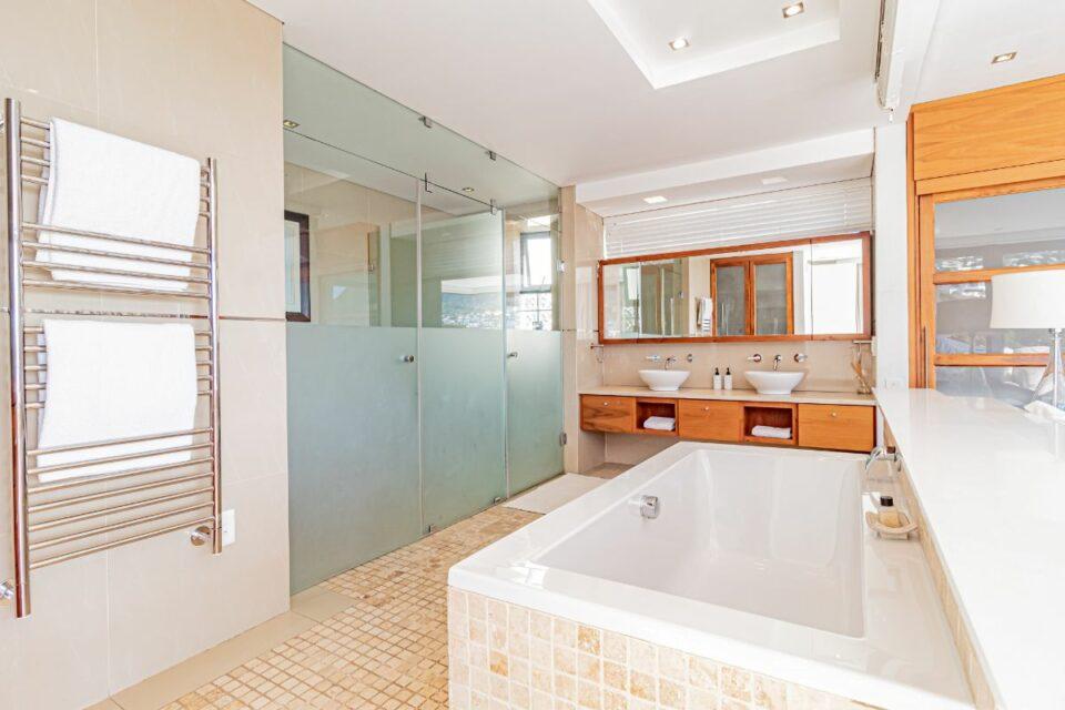 17 Geneva Drive - Master bedroom en-suite