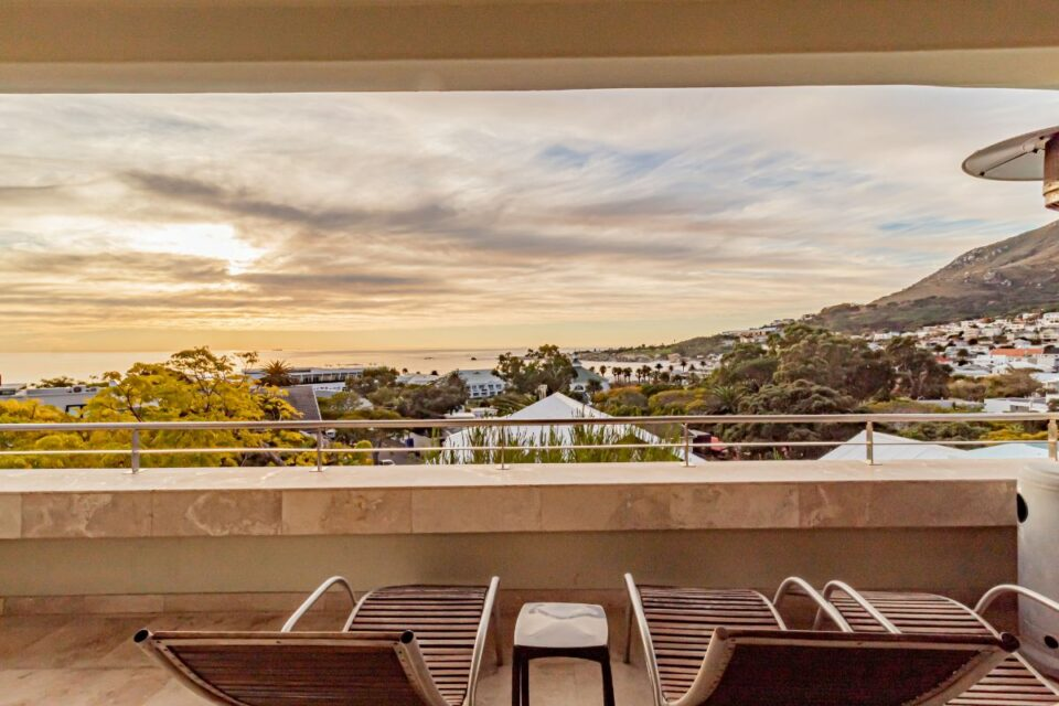17 Geneva Drive - Sun loungers and view