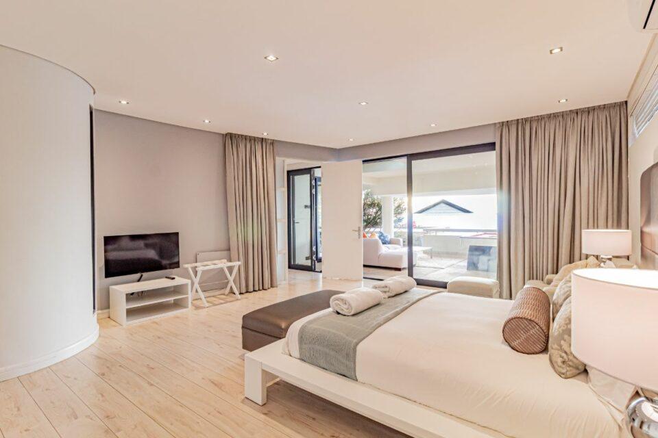 17 Geneva Drive - Third bedroom and tv
