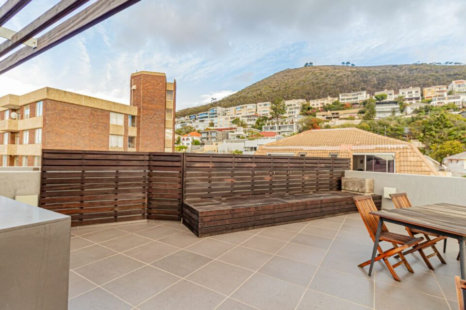 9 on S - Private Deck