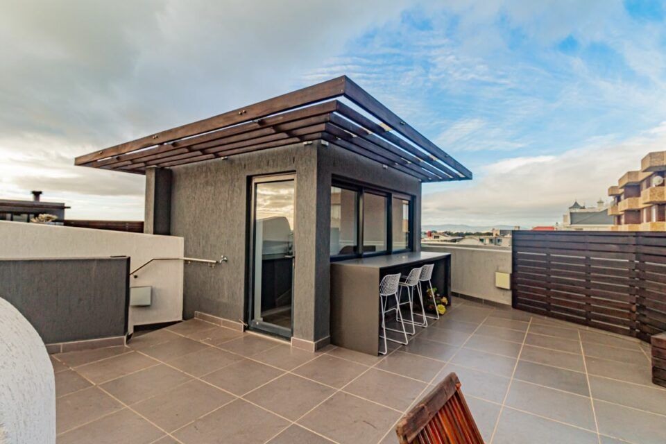9 on S - Rooftop Deck Kitchenette