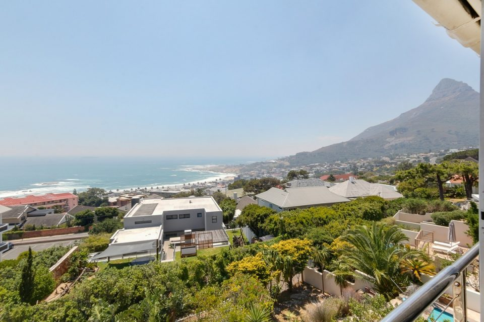 270 Degrees - Lion's Head View