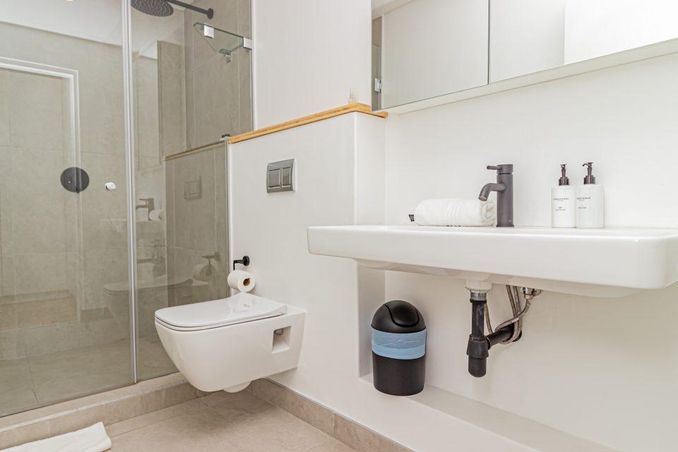 40 on L - Bathroom