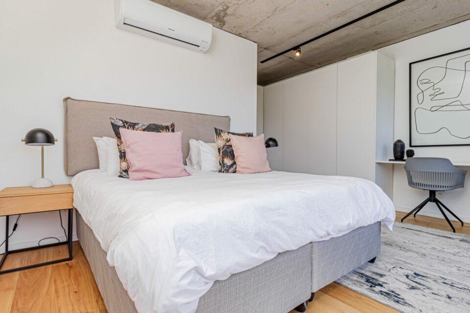 40 on L - Master bedroom