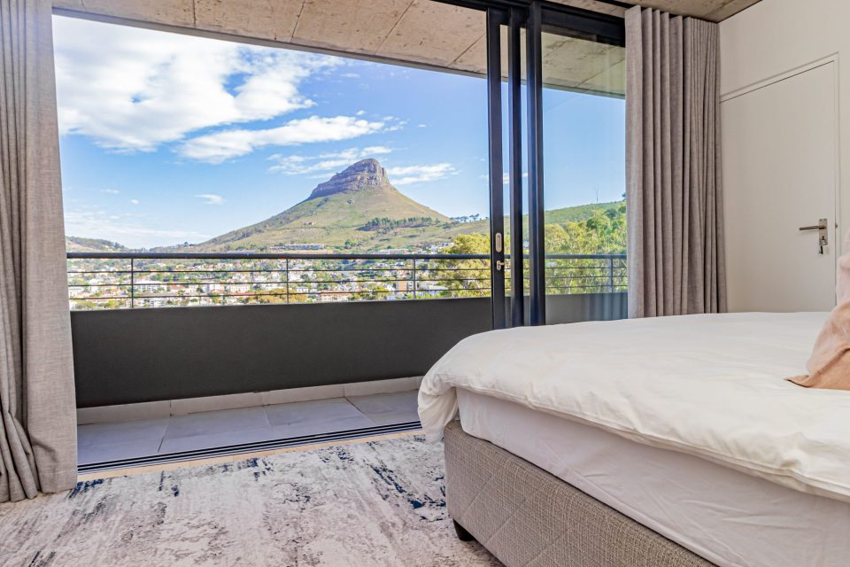 40 on L - Master bedroom with stunning views