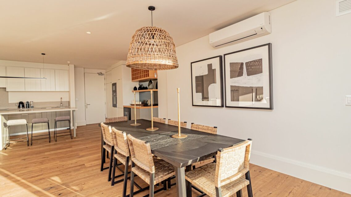 Alpha Sunsets - Dining and kitchen area