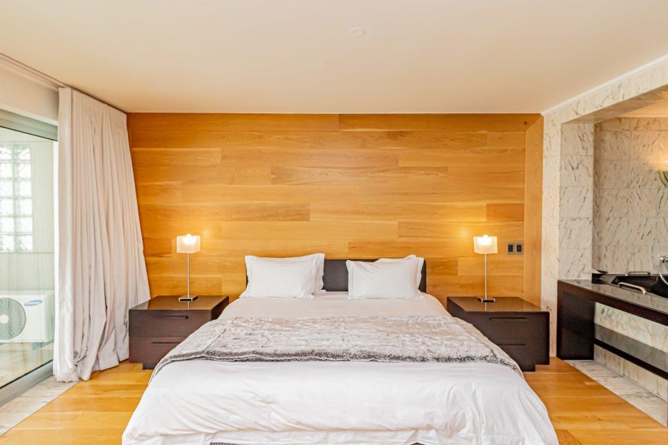 Clifton Rocks - Master bedroom