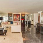 Clifton Rocks - Open-plan living room