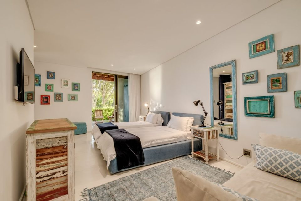 Coral Sea - Third Bedroom with Twin Beds