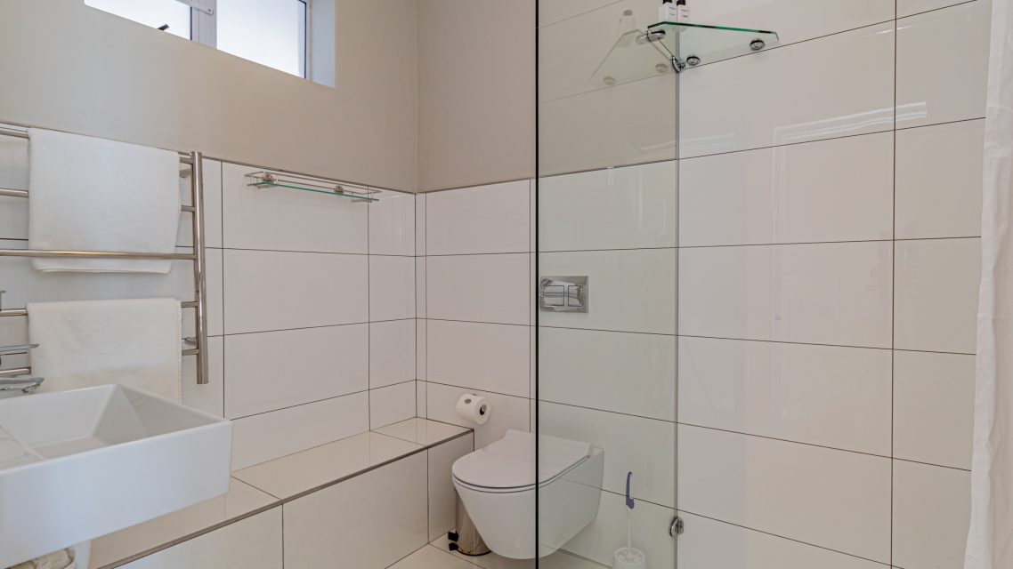 Driftwood - Second Bedroom Bathroom