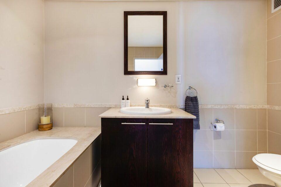 Dunmore Apartment - Bathroom