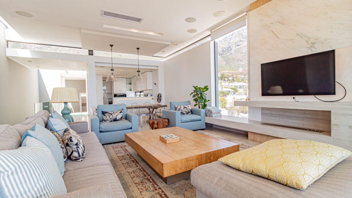 Hamaya - Spacious Living Room