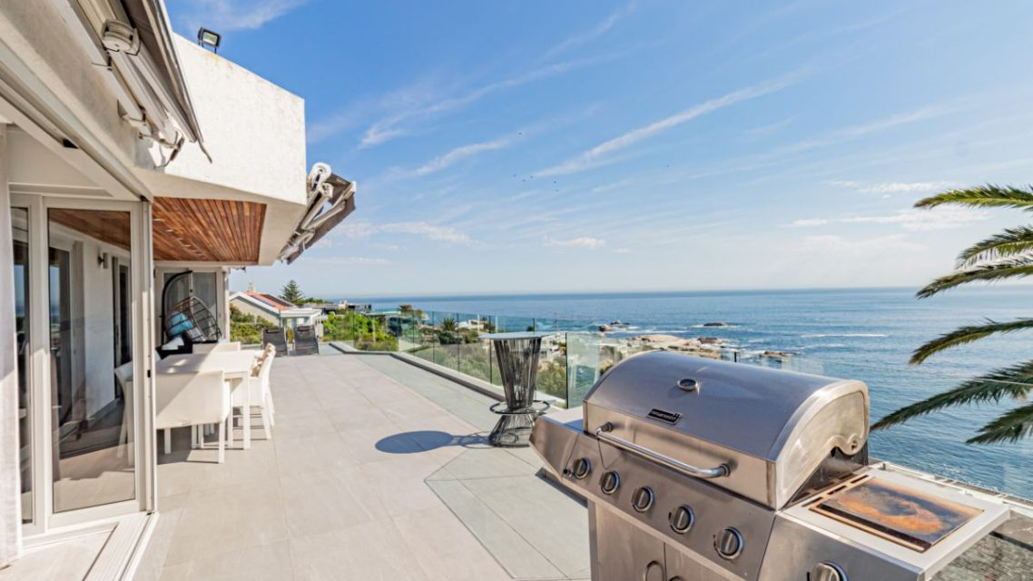 Houghton Penthouse - Patio and BBQ