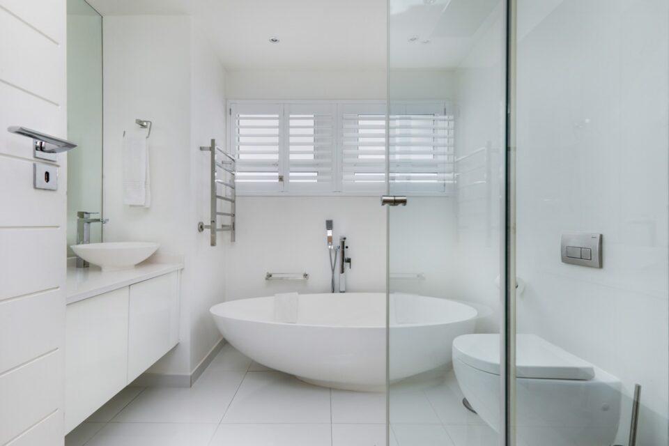 Houghton Steps - Shared Bathroom