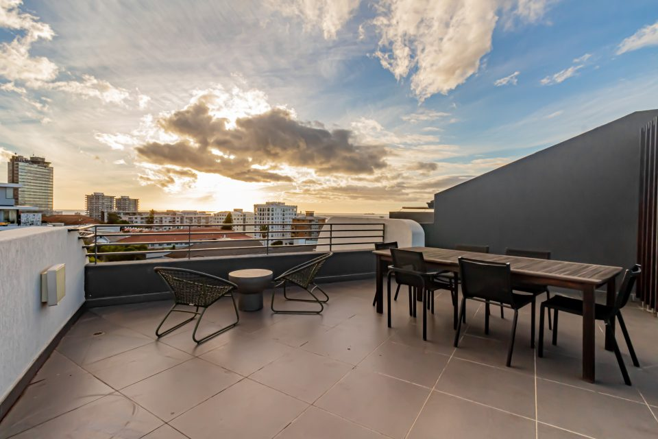 Penthouse on S - Balcony with views