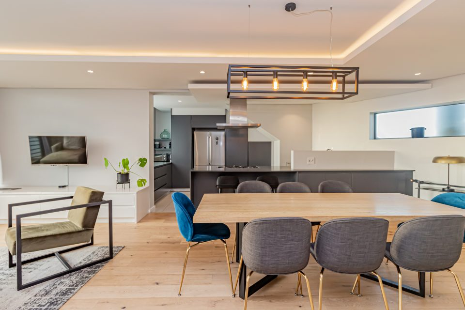 Penthouse on S - Dining area