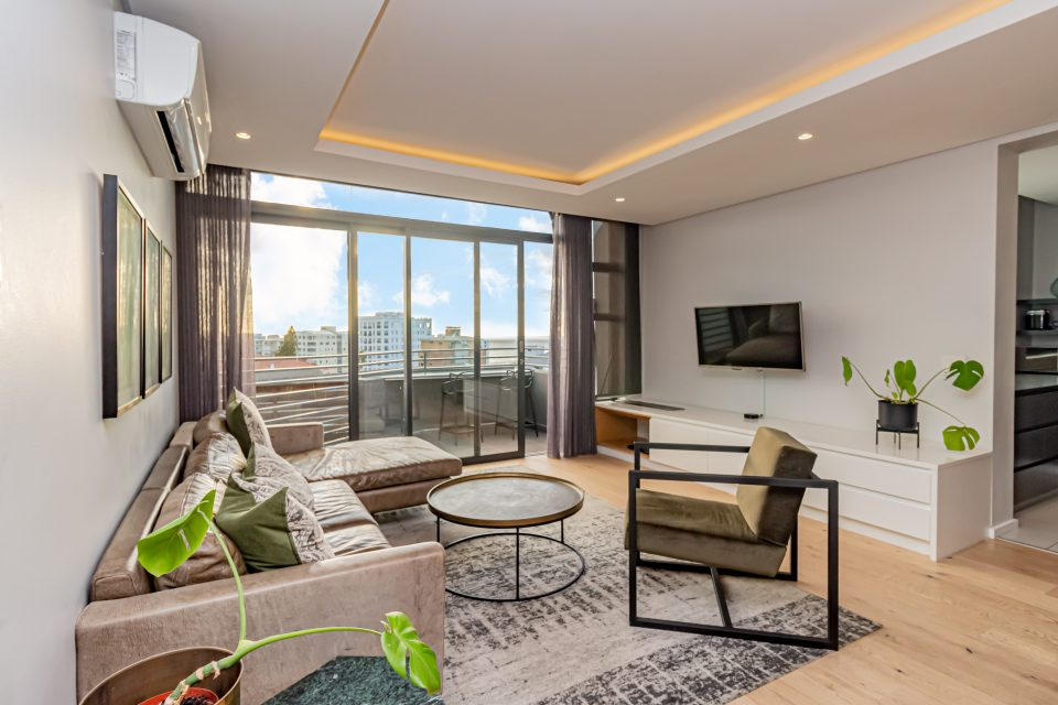 Penthouse on S - Living room