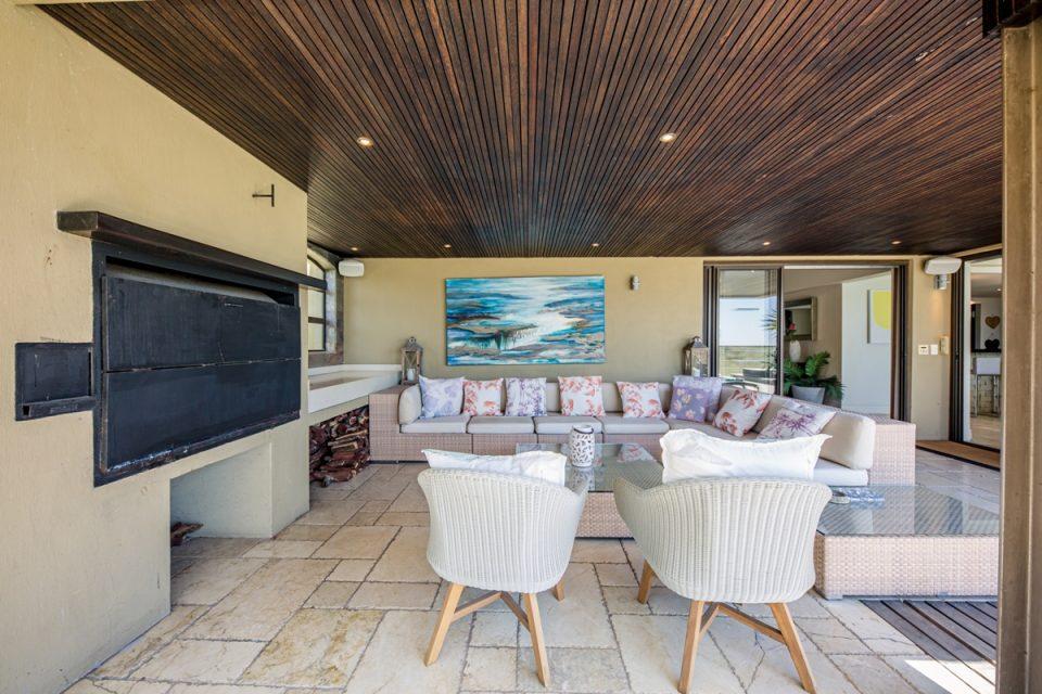Roc Manor - Braai Area and Patio Furniture