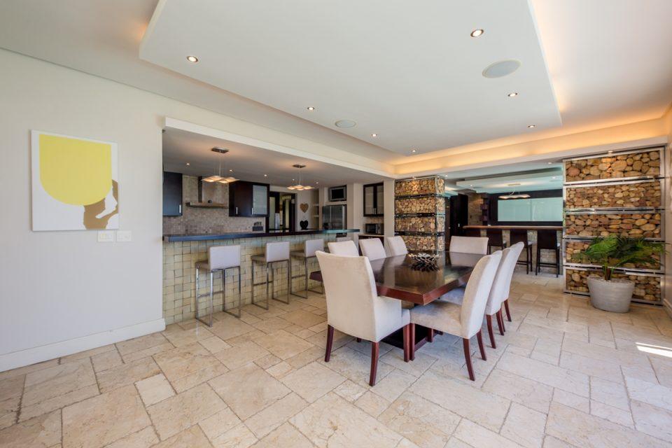 Roc Manor - Dining Area