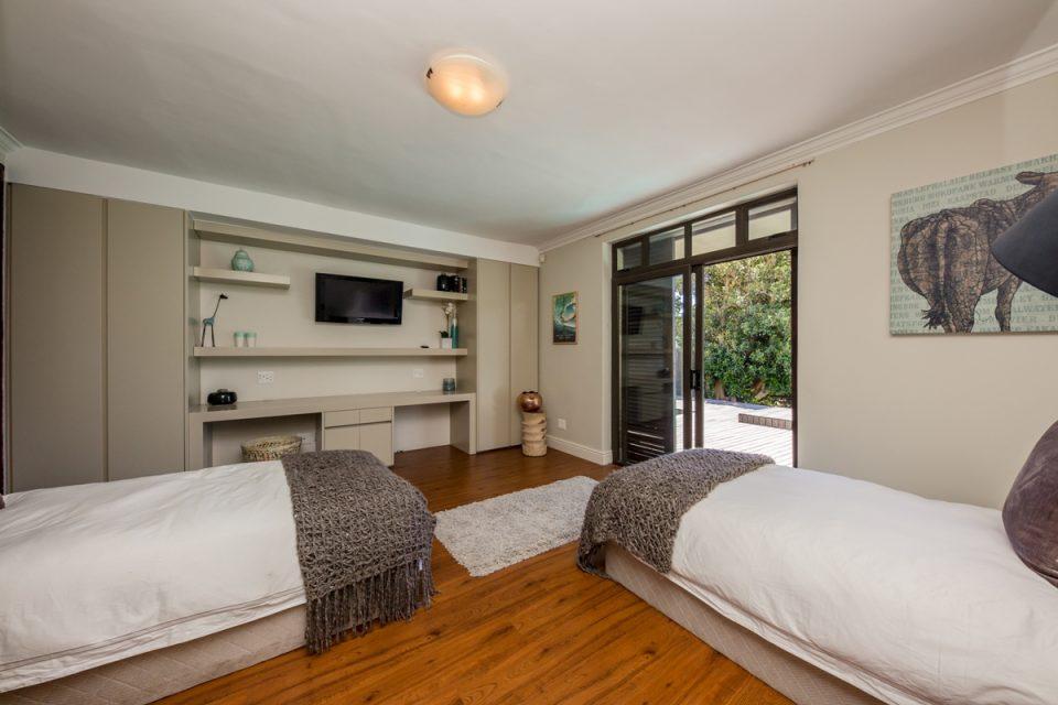 Roc Manor - Fourth Bedroom