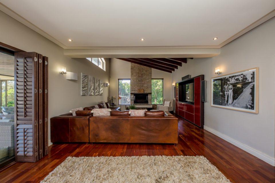 Roc Manor - Living Area