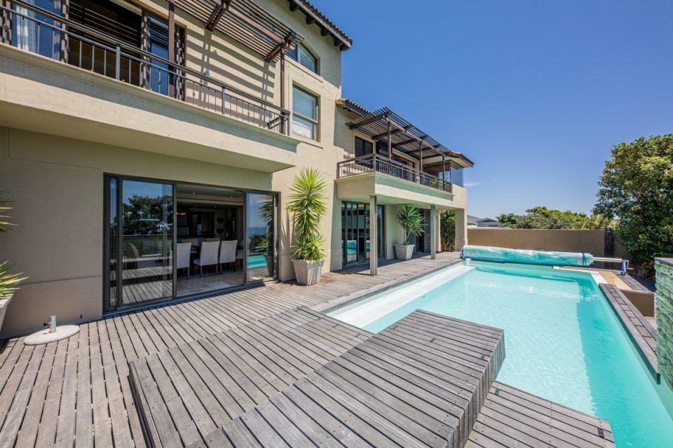 Roc Manor - Outdoor View