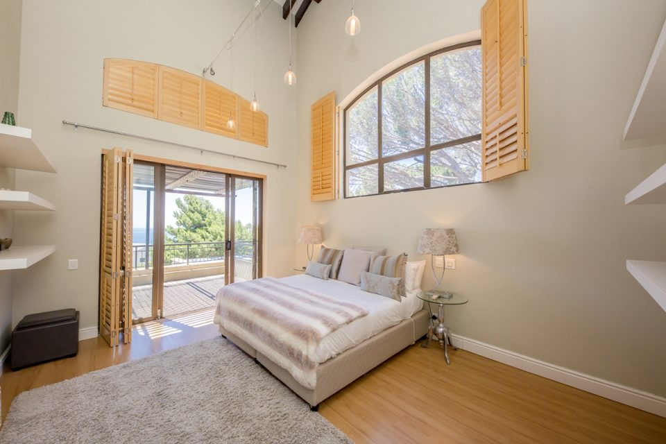Roc Manor - Third Bedroom with Patio Access