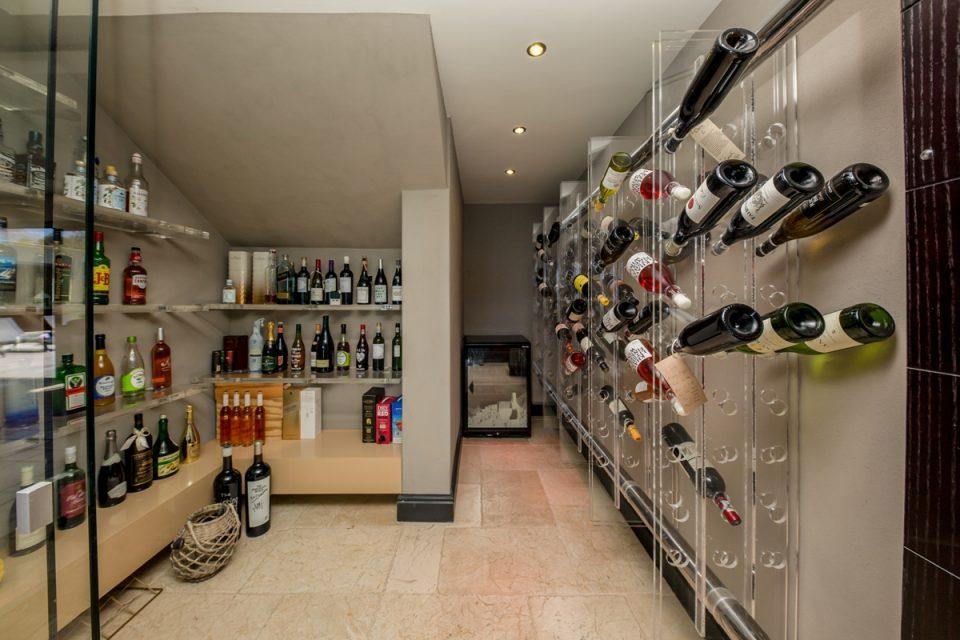 Roc Manor - Wine Storage