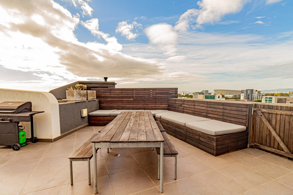 Scholtz Penthouse - Deck with seating