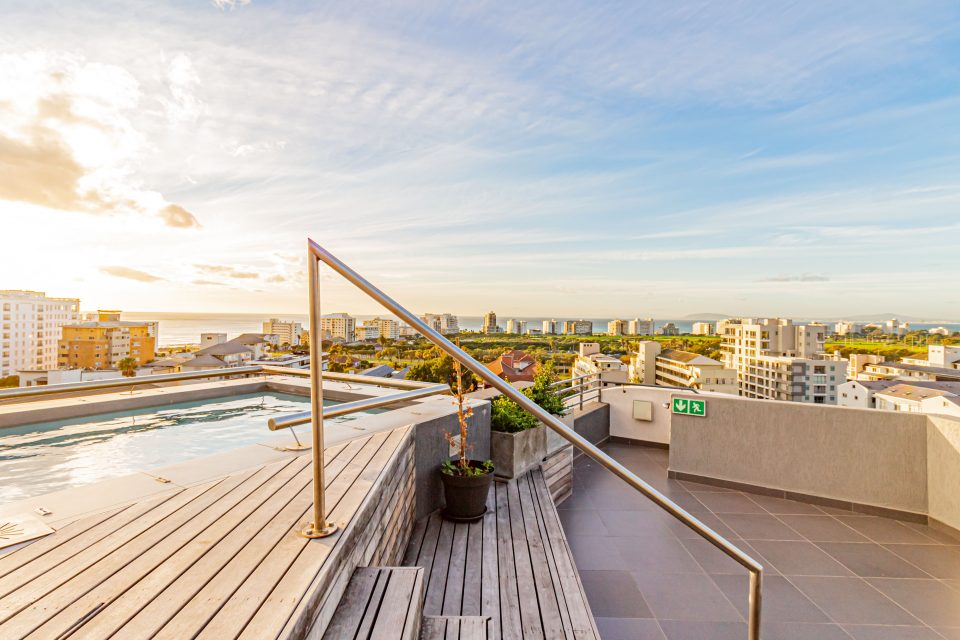 Scholtz Penthouse - Upper deck with pool and views