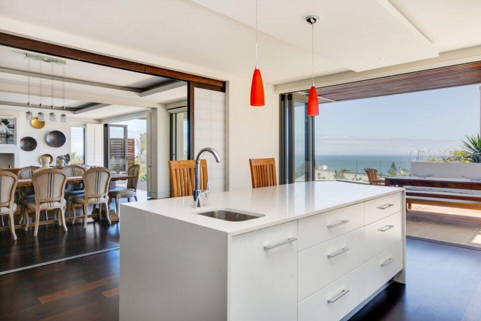 Sekoma Villa - Kitchen with Views