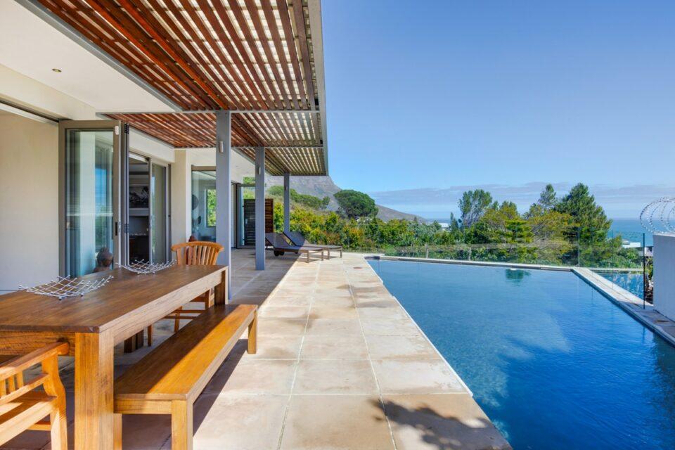 Sekoma Villa - Pool with Views