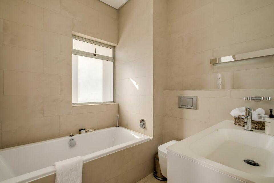 Silvertree - Bathroom
