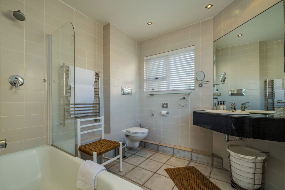 Camps Bay Terrace Penthouse - Bathroom