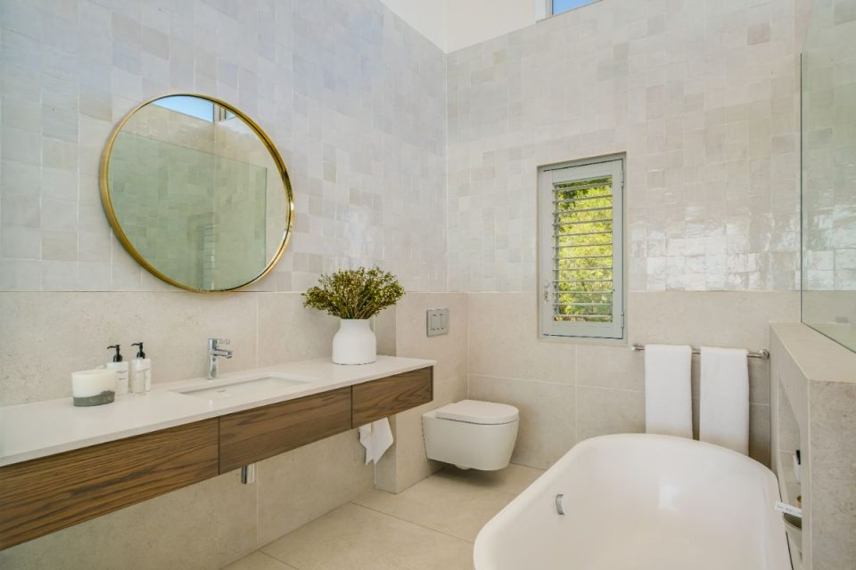 Mavambo - Master Bath & Shower