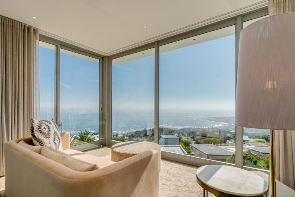 Mavambo - Master Lounge with Views