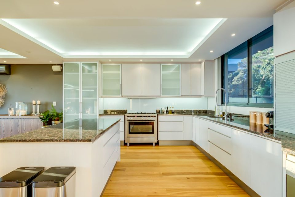 Ocean Pearl - Large Kitchen