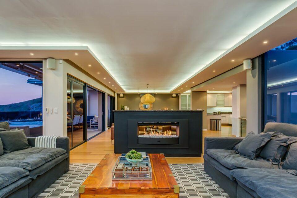 Ocean Pearl - Lounge Fireplace