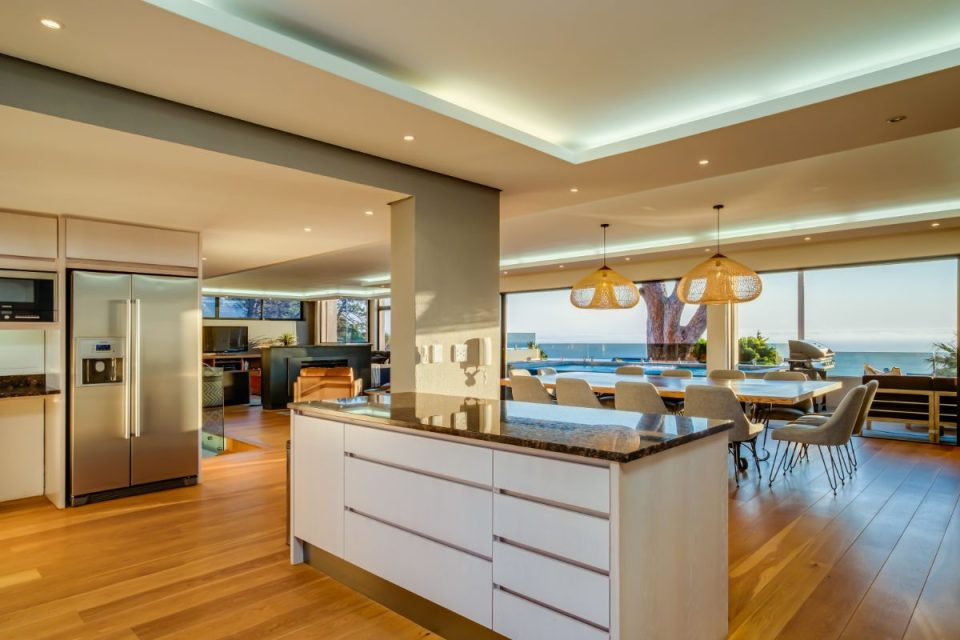 Ocean Pearl - Open Plan Kitchen with a View